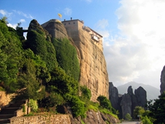 Out of all the Meteora monasteries, only 6 are open to visitors. Both men and women must be dressed appropriately (no shorts or sleeveless shirts)