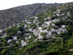 Makrinitsa is a picturesque hillside resort town, with beautiful houses and mansions. This village is located in the northwest portion of the Pelion Mountains