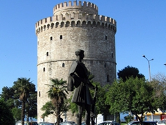 The White Tower, which stands 27 meters tall and has 6 floors, stood guard at the eastern end of Thessaloniki's sea walls
