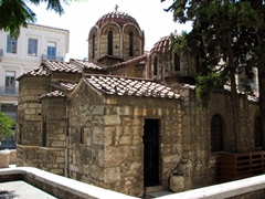 We absolutely loved how the Greeks preserve ancient churches in the middle of a modern pedestrian zone