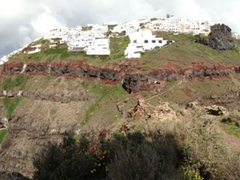 Panoramic snapshot of our 9km hike with Oia on the left and Fira on the right (as seen from Skaros Rock)
