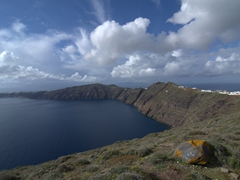 Midway point of our hike from Fira to Oia with loads of gorgeous views to enjoy