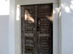 Typical doorway found in Apiranthos