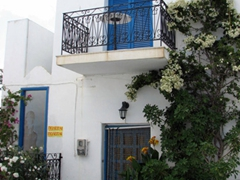We loved just about every house, apartment, and building in Lefkes. The entire village just oozes charm
