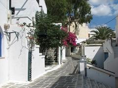 Typical daytime street scene in Hora