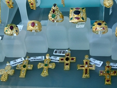 Expensive jewelry for sale in Hora's boutiques