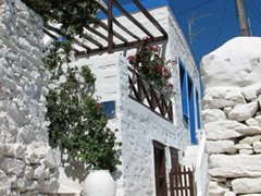 Its hard to get completely lost in Ano Syros...just keep going and eventually you will recognize your way