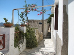 Typical narrow street in Ano Syros