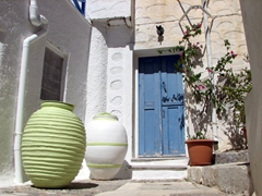 These colorful urns add so much character to an otherwise plain dwelling