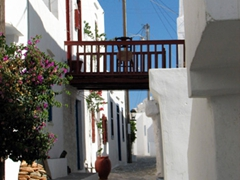 Wandering Kastro's streets is an afternoon delight, as it is such a peaceful town to stroll around in