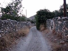 A narrow road in Vathi