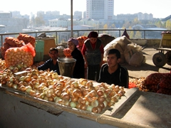 Onions for sale at the Tashkent Chorsu