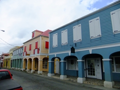 Christiansted has preserved the 18th-century Danish-style buildings constructed by African slaves. Solid stone buildings in pastel colors with bright red tile roofs line the cobblestone sidewalks