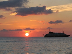 A gorgeous sun sets next to our EasyCruise