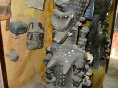 Interesting wooden carving; Kurá Hulanda Museum