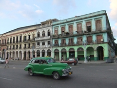 Images of classic cars and crumbling architecture will always remind us of pretty Havana