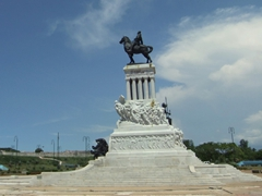 The inspiration for the 10 CUC note (statue of Maximo Gomez at Parque Martires del 71)