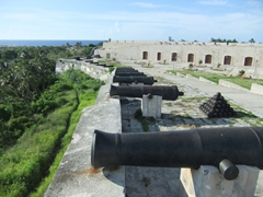 Canons line the wall of Parque Historico Militar Morro