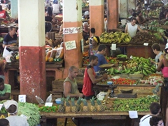 Fruit vendors selling their produce; Cuatros Caminos Mercado