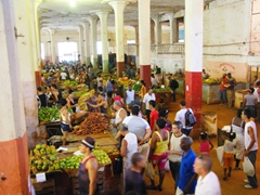 Cuatros Caminos Mercado is a great place for photographers to capture market scenes in Havana