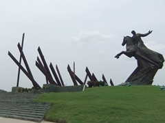 Statue of General Maceo surrounded by 23 stylized machetes; Plaza de la Revolucion