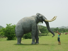 Becky halts a woolly mammoth; Valle de la Pre Historia