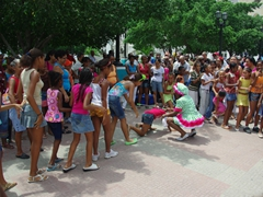 Girls attempting to perform the limbo; Parque Cespedes