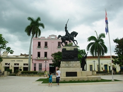 A statue of General Agramonte on horseback; Parque Ignacio Agramonte