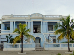 The malecon of Cienfuegos has some really pretty houses to admire