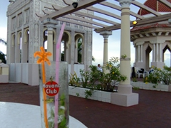 Excellent mojitos await at the Palacio de Valle