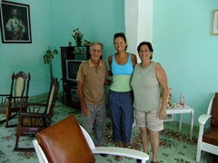 Becky stands between Pepe and Fefa, our gracious hosts in Cienfuegos