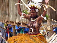 A swaying contestant makes her way towards the judges, Hiri Moale Festival