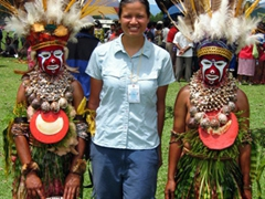 Becky strikes a pose between two Mount Hagen women