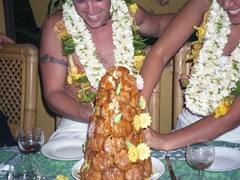 It requires teamwork to slice a piece of our traditional Tahitian wedding cake!