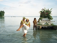 Carrying the bride over the threshold...Tahitian style!