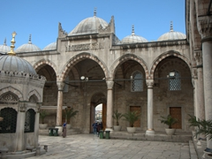 Fountain (sadirvan) and courtyard of New Mosque