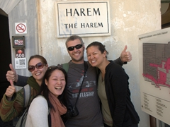 Robby smiles as he is surrounded by Kendra, Ichi and Becky before entering the harem section of the Topkapi Palace