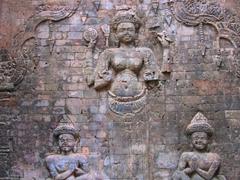 Baksei Chamkrong carvings
