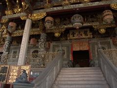 The ornate main entrance to Khoo Kongsi Temple