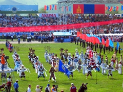 The colorful opening ceremony of the 2004 Naadam Festival games