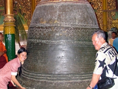 "Ji Sung and Cau Nam ""lift"" a heavy bell; Shwezigon Pagoda"