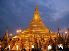 The gorgeous Shwezigon Pagoda lit up at dusk