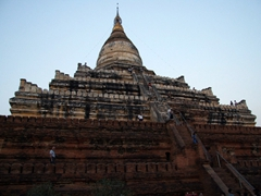 Shwe-san-daw Paya is currently the only temple that visitors can climb for sunset views over Bagan