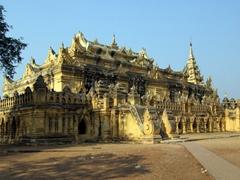 Maha Aungmye Bonzan, a brick-'n-stucco monastery built in 1818, Inwa