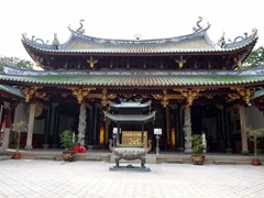"Inner courtyard view of Thian Hock Keng (the temple was dedicated by Chinese seafarers to Ma Zu, the ""Goddess of the Sea""). Built in 1821 by seamen grateful for safe passage, the temple stands where Singapore's waterfront used to be, before the land was reclaimed"