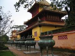Nine Dynastic Urns, Hue