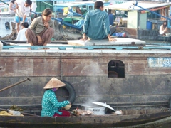 Hot pho for breakfast at the floating market of Can Tho