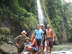 Family photo on the way to Pagsanjan Falls