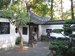 A rare glimpse of complete solitude; Yuyuan Garden