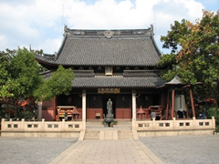 We paid a brief visit to this Confucius Temple, located in the old Chinese city district of Shanghai